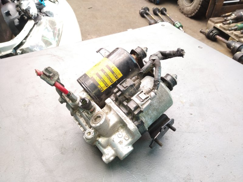 Блок abs Toyota Sai AZK10 2AZ-FXE (б/у)
