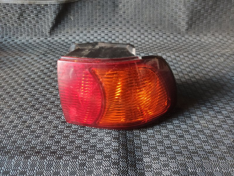 Стоп-сигнал Toyota Ipsum SXM10 правый (б/у)