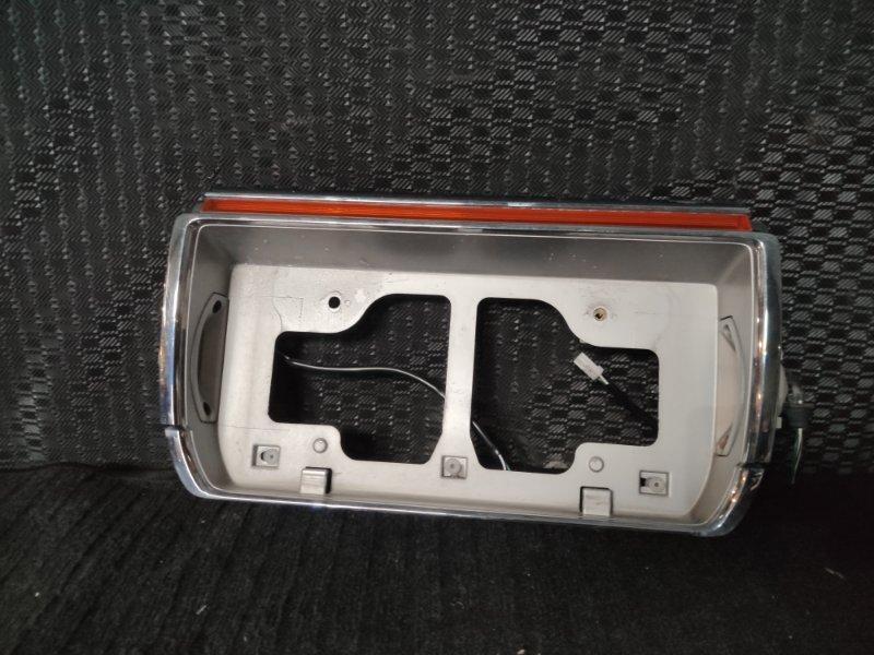 Вставка между стопов Toyota Crown JZS141 (б/у)