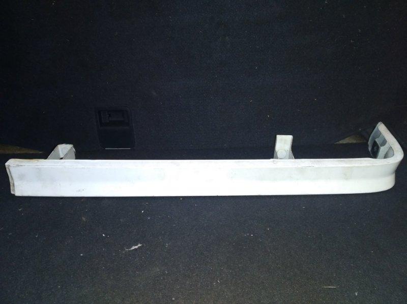 Планка под стоп Toyota Crown GS121 задняя (б/у)