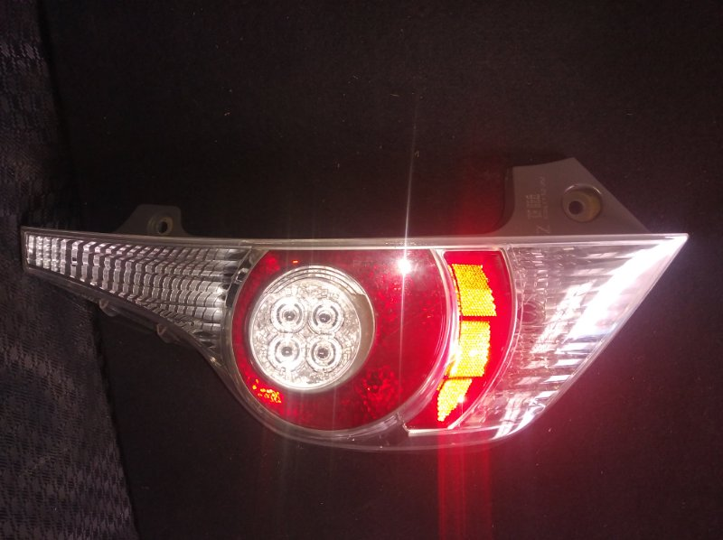 Стоп-сигнал Toyota Aqua NHP10 1NZ левый (б/у)