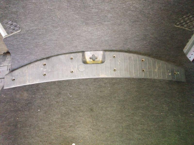 Пластик замка багажника Toyota Succeed NCP51 задний (б/у)