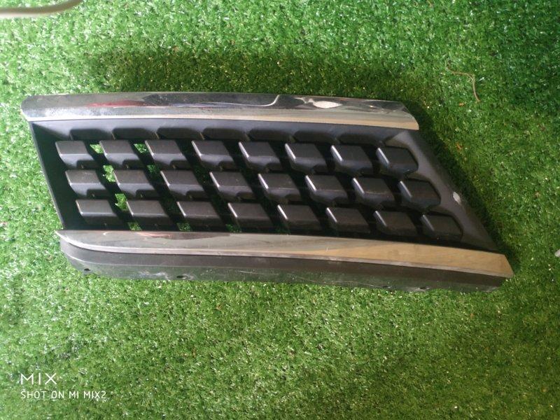 Решетка радиатора Nissan Tiida C11 передняя правая (б/у)