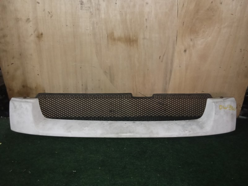 Решетка радиатора Mazda Demio DW3W передняя (б/у)