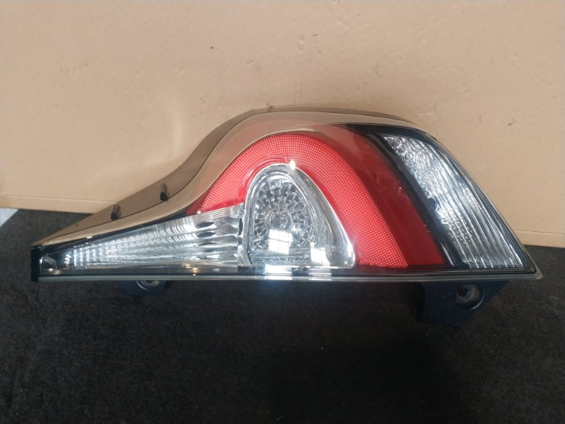 Стоп-сигнал Toyota Aqua NHP10 передний правый (б/у)