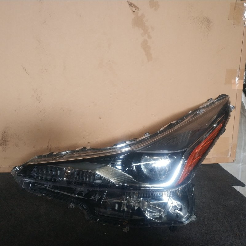 Фара Toyota Prius ZVW50 передняя левая (б/у)
