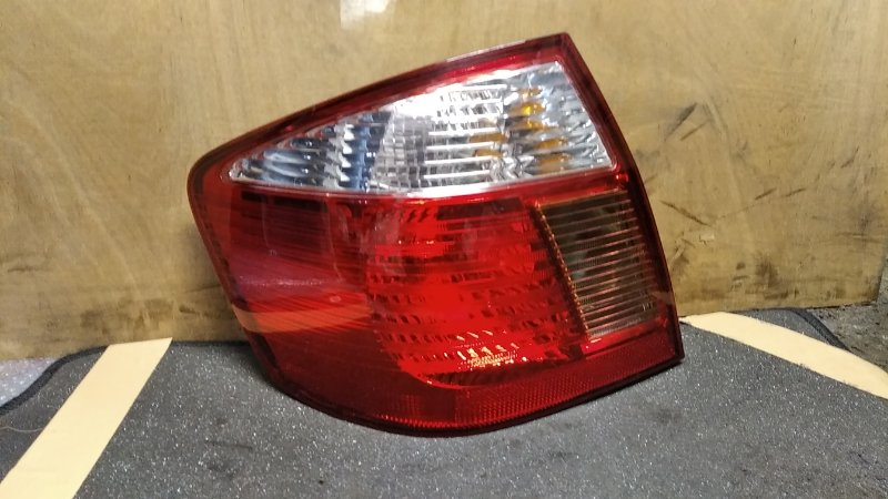 Стоп-сигнал Toyota Premio ZZT245 задний левый (б/у)