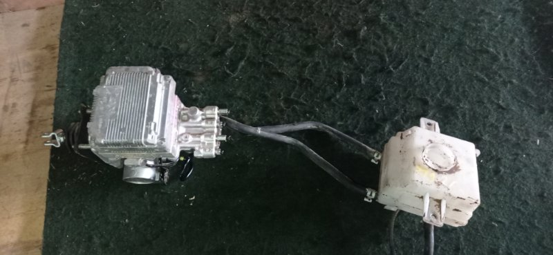 Главный тормозной цилиндр Toyota Voxy ZWR80 (б/у)
