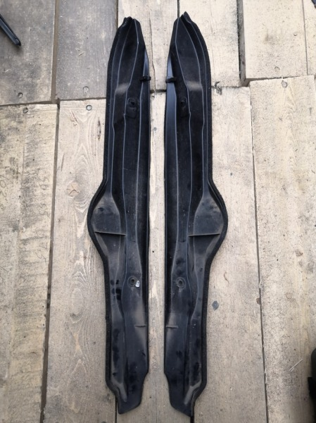 Защита крыла Toyota Voxy ZRR70 3ZR передняя правая (б/у)