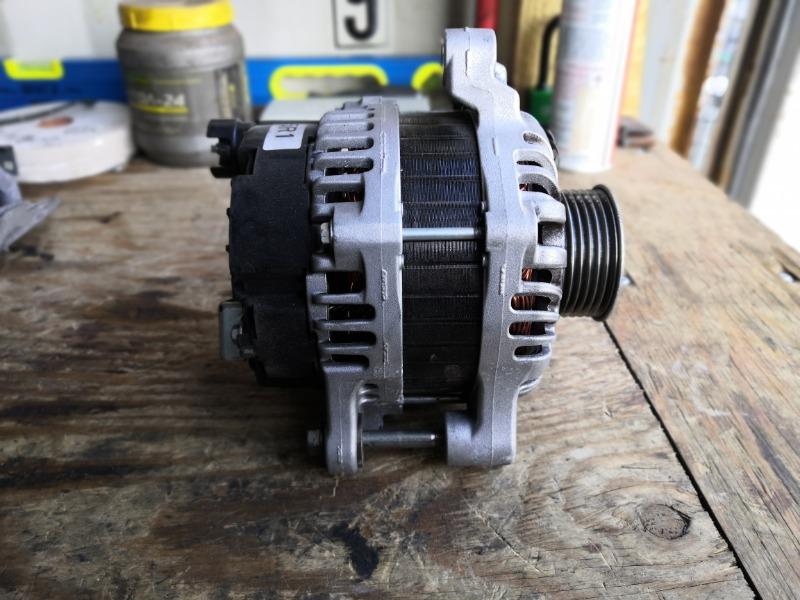 Генератор Honda Vezel RU1 L15B (б/у)