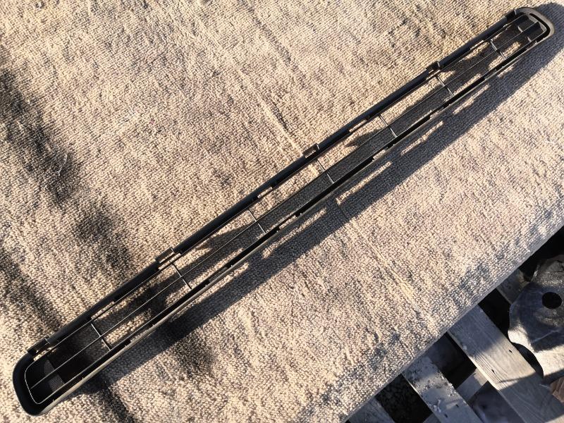 Решетка бамперная Toyota Rav4 ACA31 2AZ передняя нижняя (б/у)