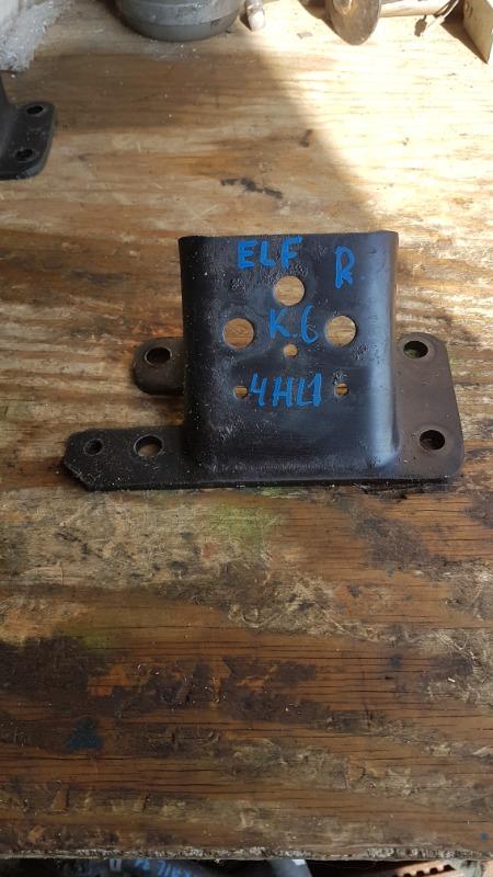 Крепление подушки двс Isuzu Elf NKR81 4HL1 правое (б/у)