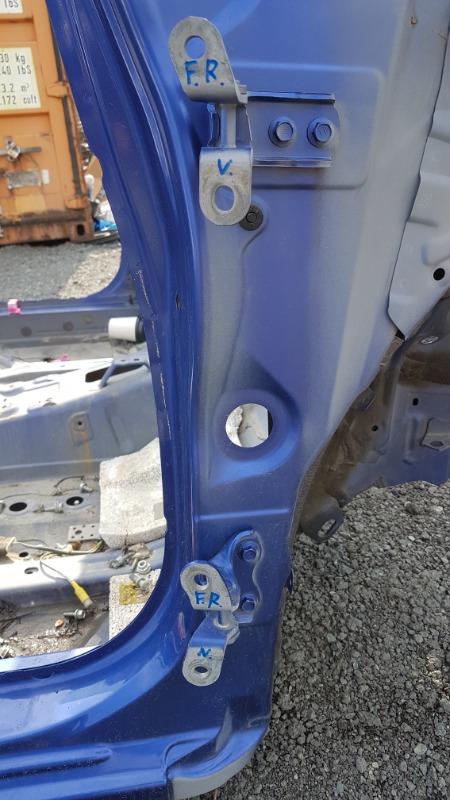 Петля дверная Toyota Ractis NCP120 1NZ передняя правая верхняя (б/у)
