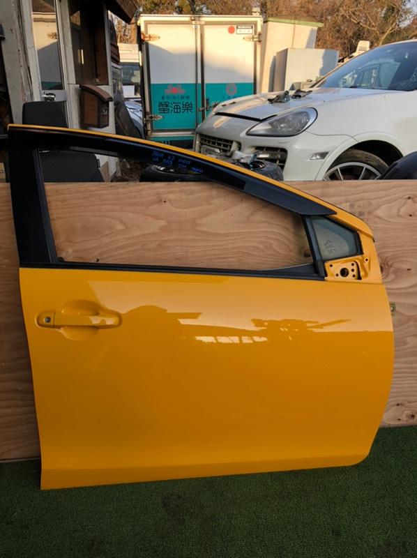 Дверь Toyota Aqua NHP10 передняя правая (б/у)
