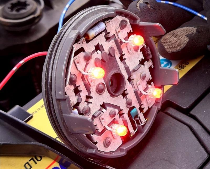 Стоп-сигнал Toyota Aqua NHP10 правый (б/у)