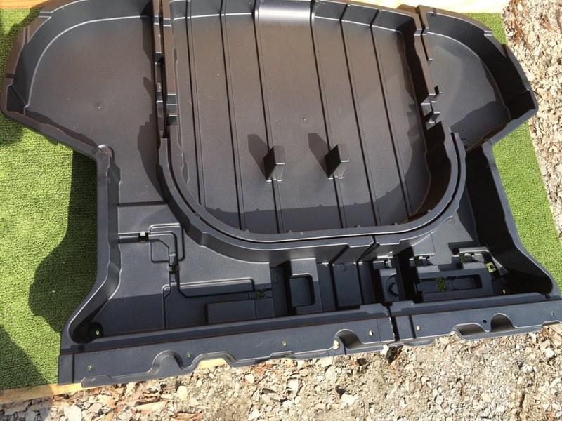 Ванночка в багажник Toyota Corolla Fielder NZE164 2015 задняя правая (б/у)