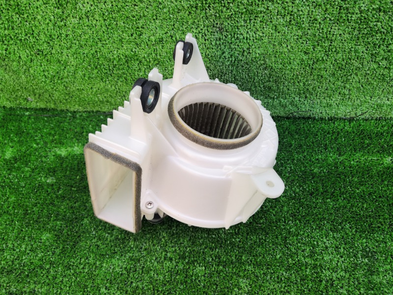 Мотор охлаждения батареи Toyota Prius ZVW30 2ZRFXE (б/у)