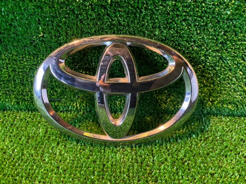 Эмблема Toyota Voxy ZRR70 задняя (б/у)