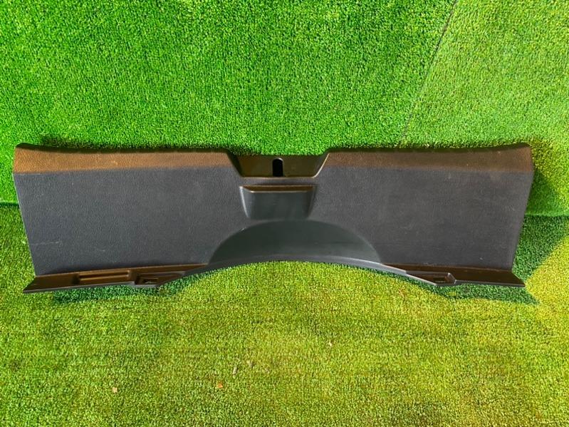 Накладка замка багажника Toyota Vitz KSP130 1NZ-FE (б/у)