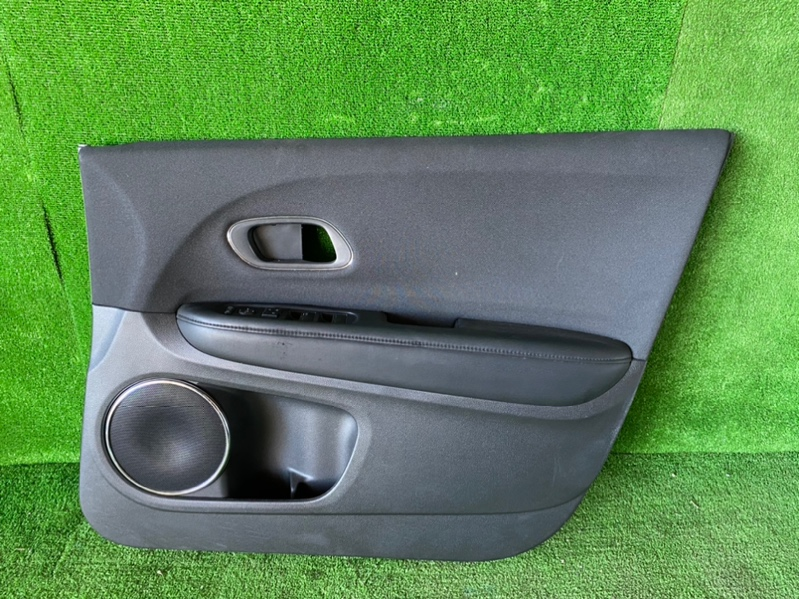 Обшивка дверей Honda Vezel RU1 передняя правая (б/у)