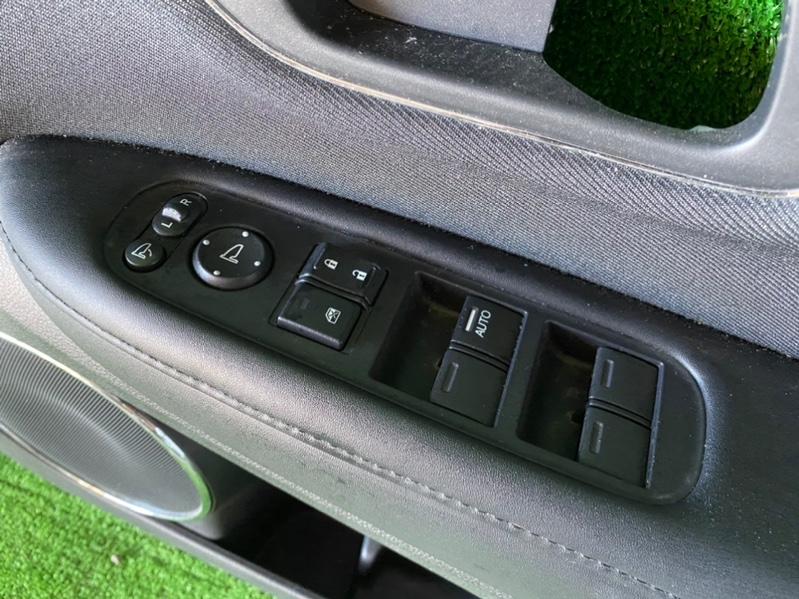 Блок управления стеклоподъемниками Honda Vezel RU1 передний правый (б/у)