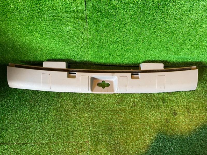Накладка замка багажника Nissan X-Trail NT30 QR20 2006 (б/у)