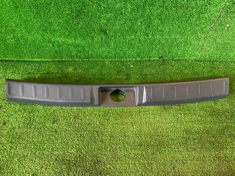 Накладка замка багажника Suzuki Solio MA15S задняя (б/у)