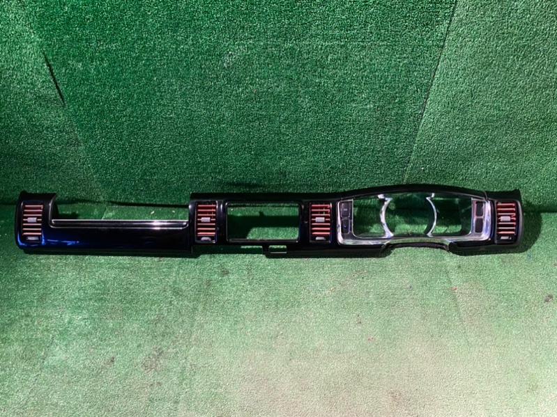 Накладка на торпеду Toyota Hiace KDH202L (б/у)