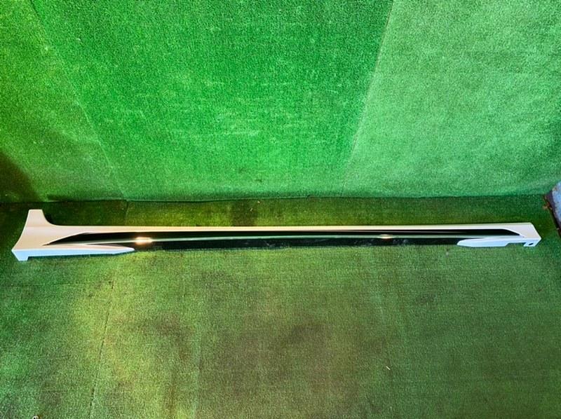 Порог Toyota Camry AXVH70 правый (б/у)