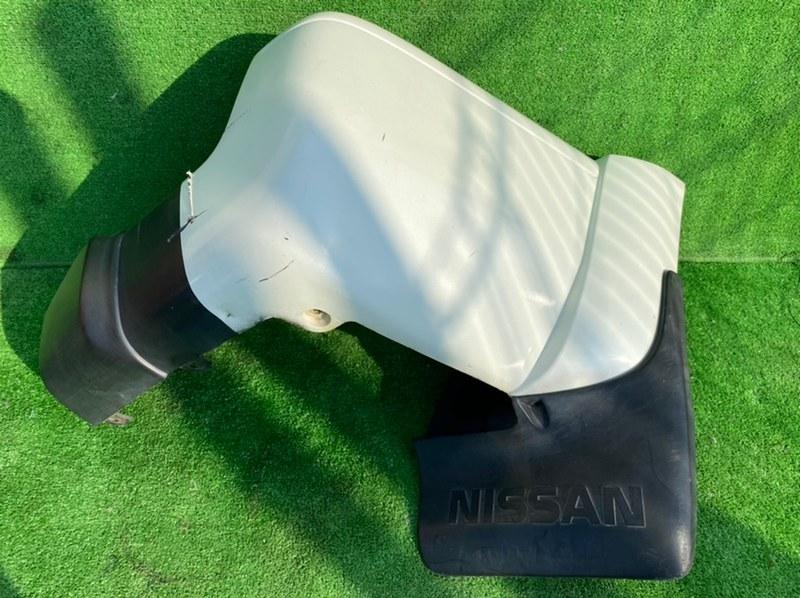 Клык бампера Nissan Safari Y61 задний правый (б/у)