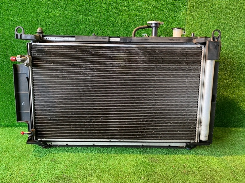 Радиатор основной Toyota Aqua NHP10 1NZ-FXE 2012 (б/у)