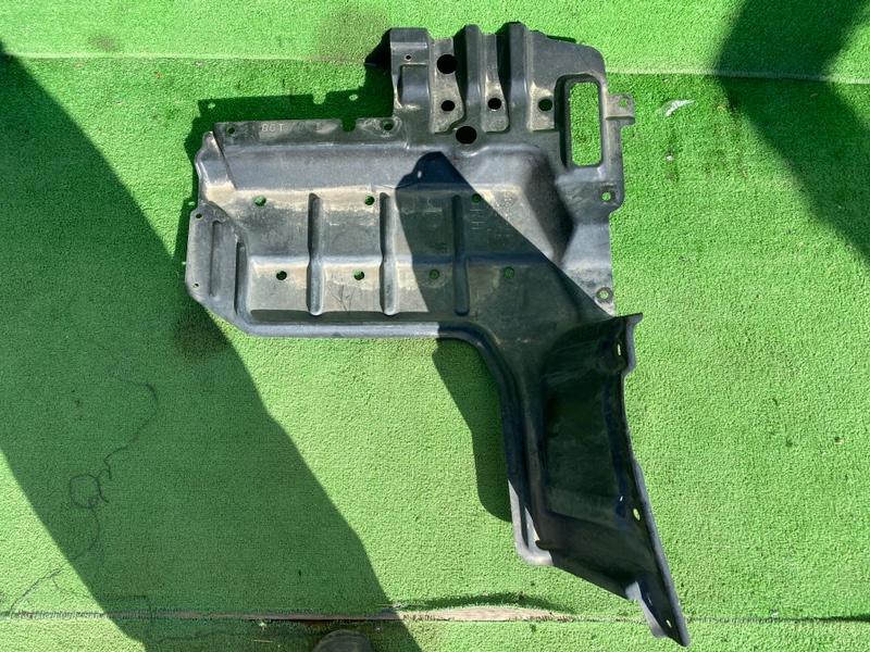 Защита двигателя Toyota Voxy ZRR70 передняя правая (б/у)