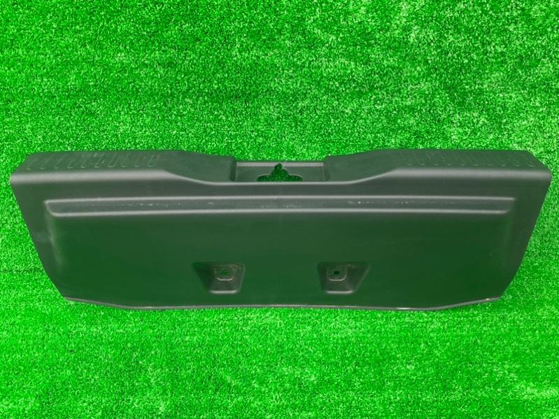 Накладка замка багажника Suzuki Solio MA36S задняя (б/у)