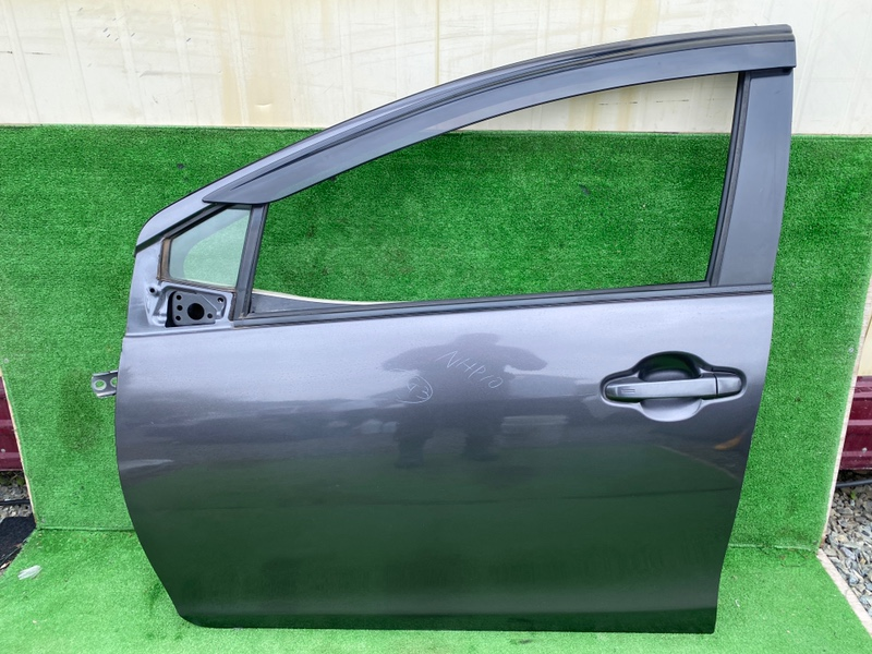 Дверь Toyota Aqua NHP10 передняя левая (б/у)