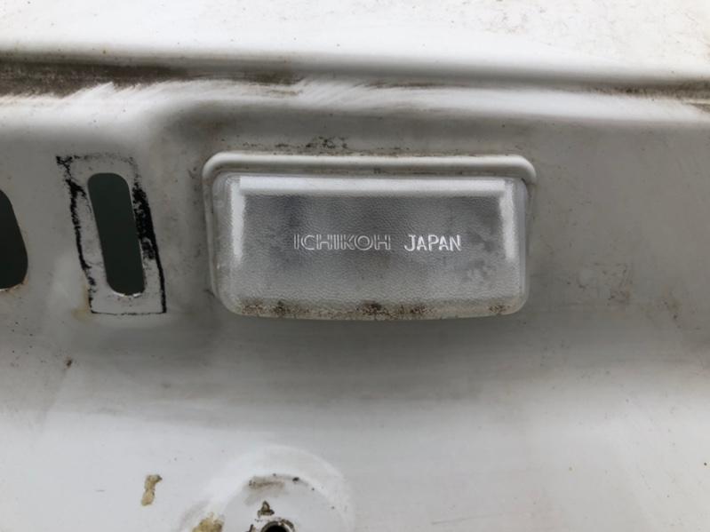 Подсветка номера Toyota Alphard ANH15 правая (б/у)