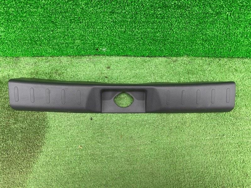 Накладка замка багажника Suzuki Hustler MR41S R06A (б/у)