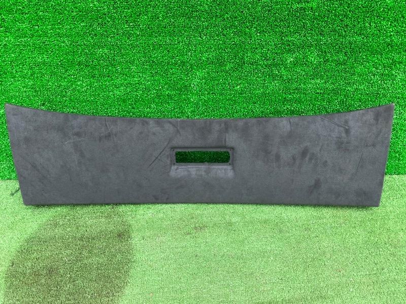 Обшивка двери багажника Porsche Cayenne 9PA M48.01 (б/у)