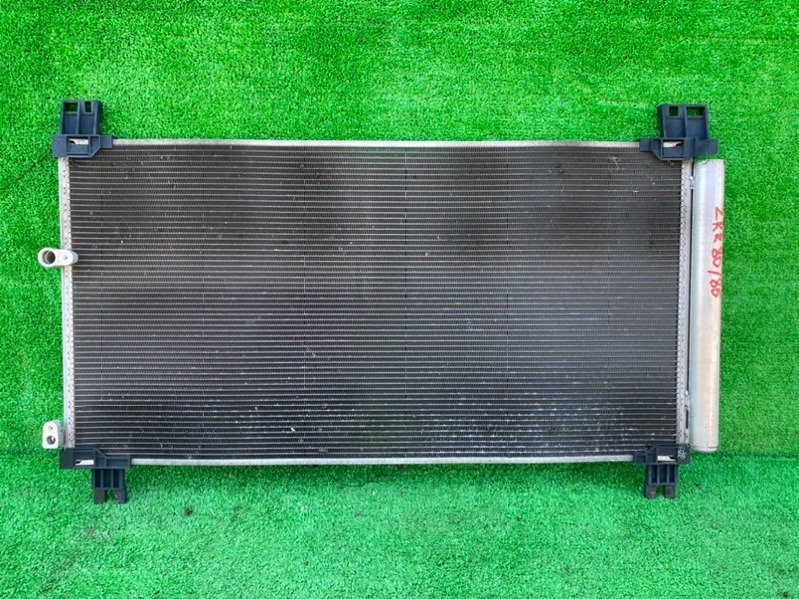 Радиатор кондиционера Toyota Noah ZRR80 3ZR-FAE (б/у)