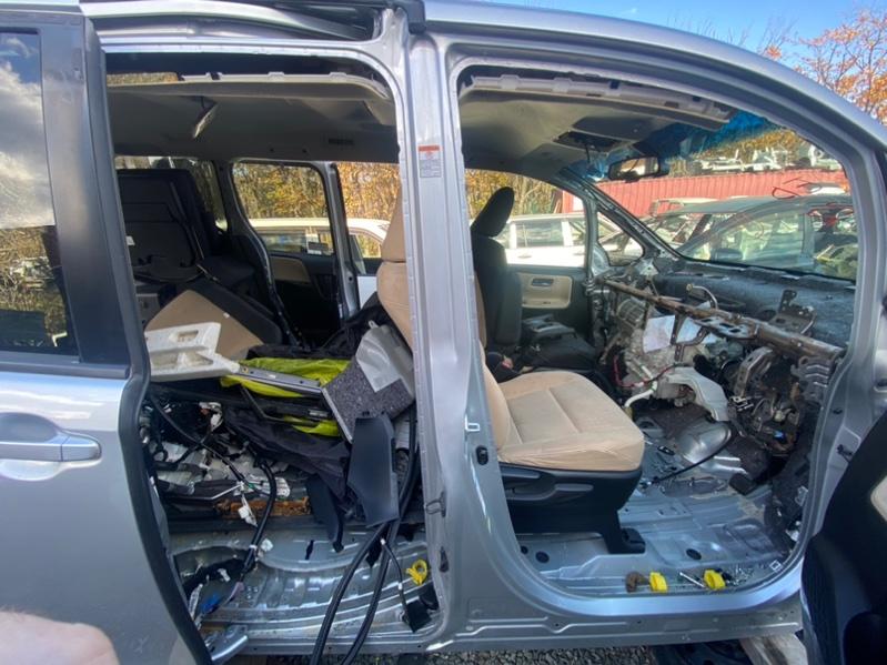 Стойка кузова Toyota Noah ZRR80 3ZR-FAE правая (б/у)
