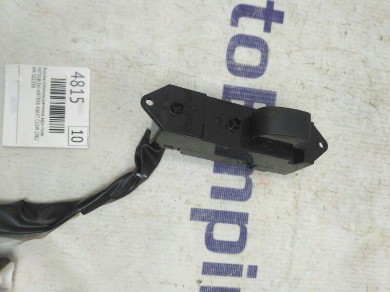 Кнопка стеклоподъемника Mitsubishi Airtrek CU2W 4G63T 2002 задняя правая (б/у)