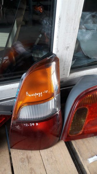 Стоп-сигнал Nissan Wingroad 10 1999г. задний правый (б/у)