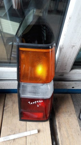 Стоп-сигнал Nissan Terrano 21 1992 задний правый (б/у)