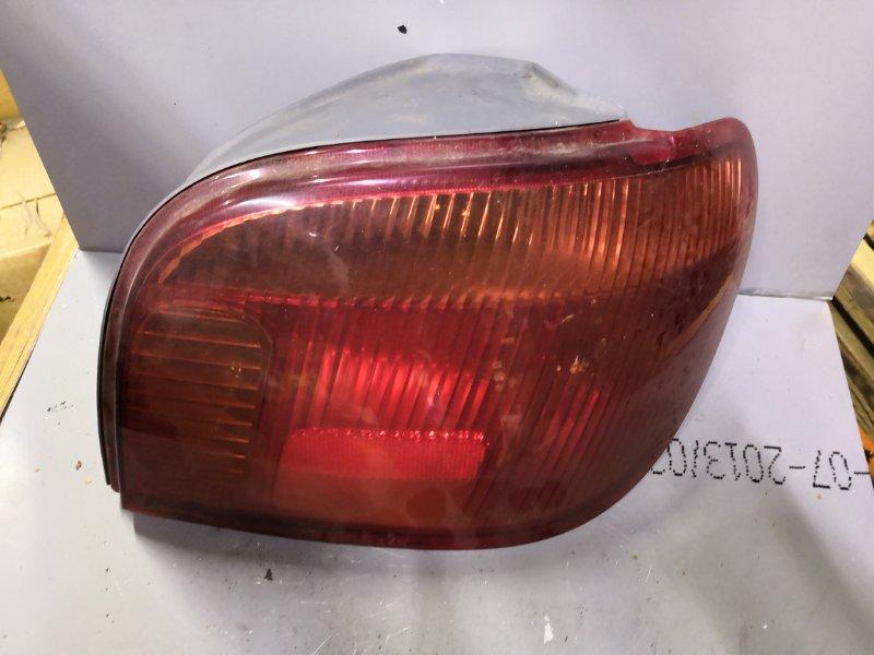 Фонарь задний Toyota Vitz SCP10 1999 задний правый (б/у)