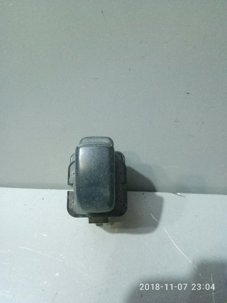 Кнопка стеклоподъемника Mitsubishi Chariot Grandis N81W 1997 задняя (б/у)