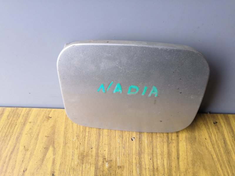 Лючок бензобака Toyota Nadia SXN10 1998 задний (б/у)