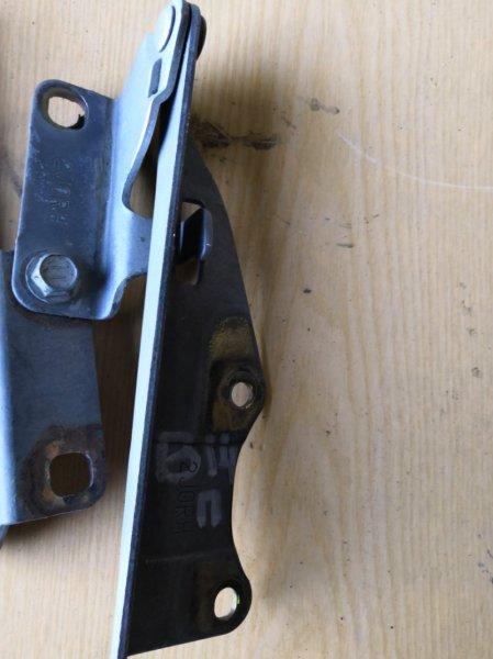 Петля капота Nissan Bluebird U14 1996 передняя правая (б/у)