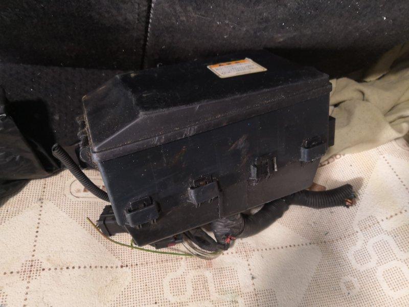 Блок предохранителей Ford Fiesta MK FYJA 2005 передний (б/у)