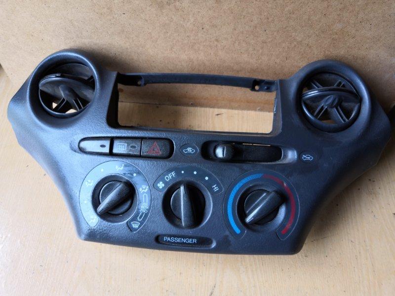 Блок управления климат-контролем Toyota Vitz NCP10 1999 передний (б/у)