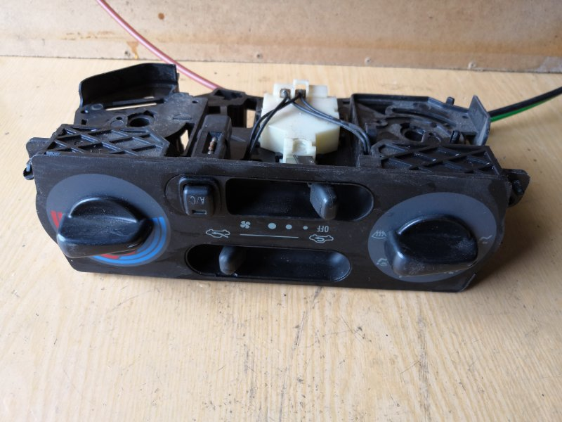 Блок управления климат-контролем Toyota Duet M110 1998 передний (б/у)