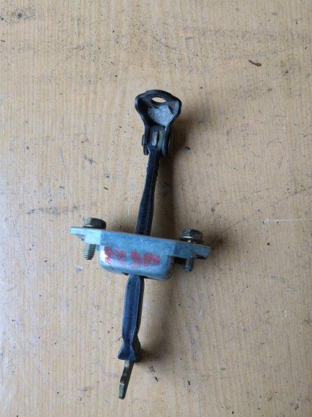 Ограничитель двери Toyota Camry CV30 1990 задний (б/у)